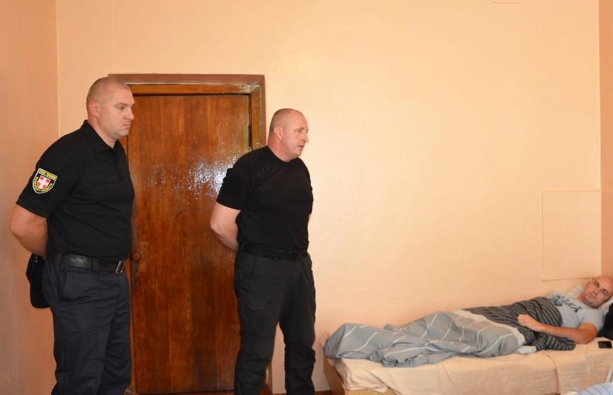 В Украине сельские жители устроили массовую драку с полицейскими, есть раненые