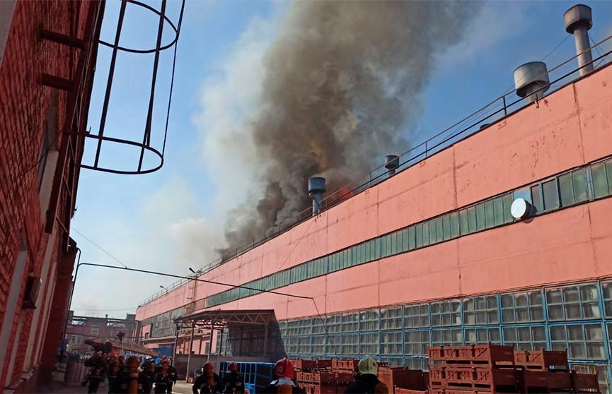 На территории Минского тракторного завода произошел серьезный пожар.