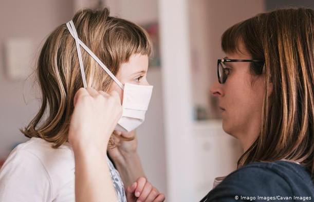 Стало известно, сколько сохраняется отсутствие вкусов и запахов у детей, зараженных COVID-19