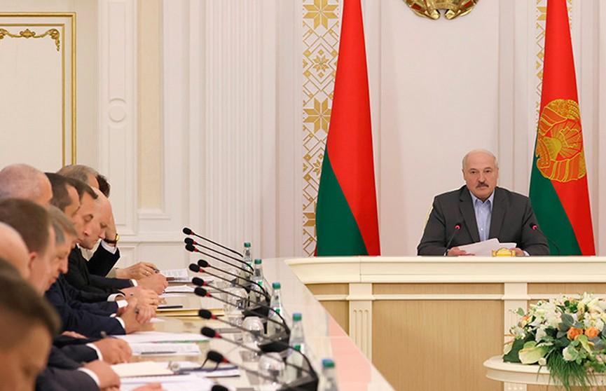 Лукашенко: У каждого человека, кто имеет право голоса, должна быть возможность принять участие в выборах
