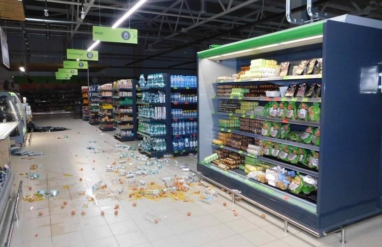 Мужчина залез ночью в магазин в Орше и разгромил всё