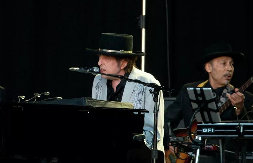 Боб Дилан впервые вышел на первое место в чарте Billboard