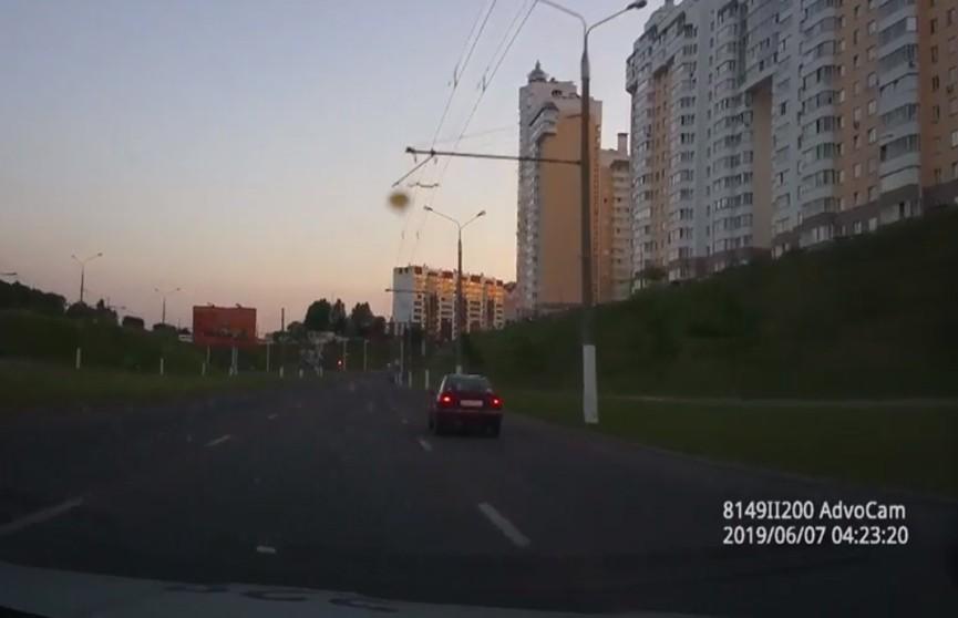 18-летний пьяный бесправник скрывался от милиции и вылетел в кювет в Витебске (ВИДЕО)