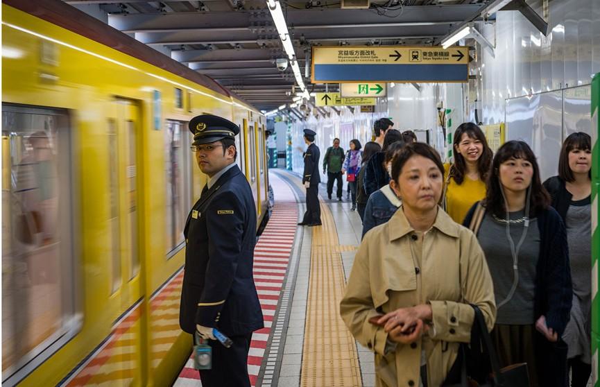 Линия метро вышла из строя на семь часов в Токио