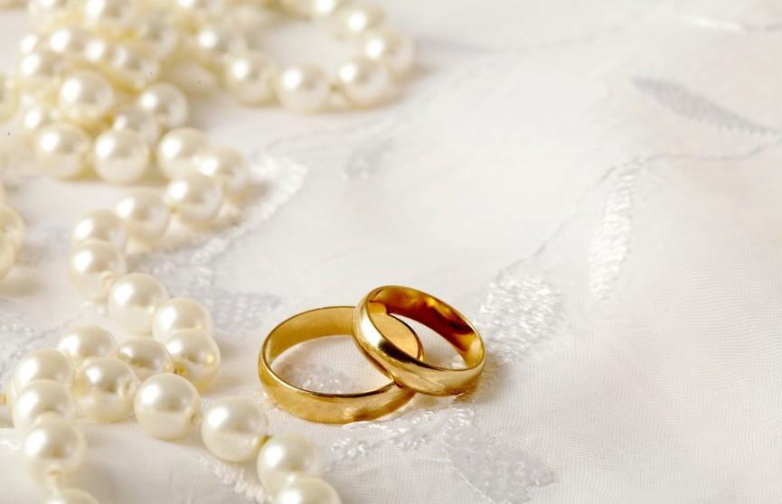 «Это очень некрасиво»: необычное свадебное приглашение возмутило Сеть