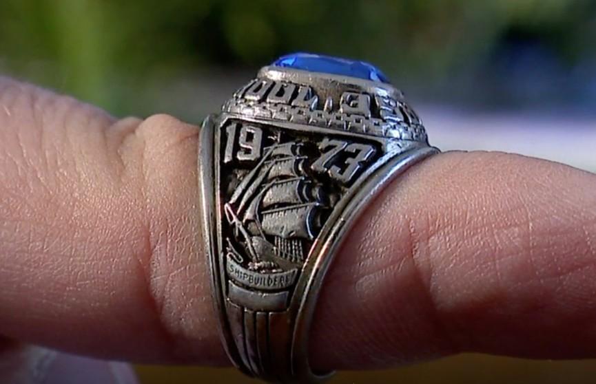 Загадочная история: девушка потеряла свое кольцо в США, а через 47 лет его нашли в лесу в Финляндии