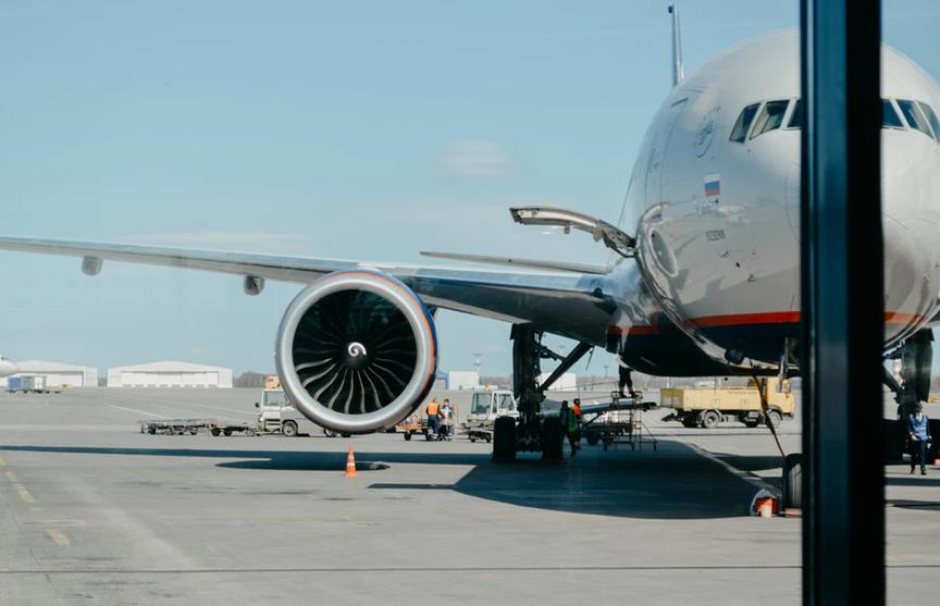 Двигатель пассажирского самолета загорелся при вылете из Новосибирска