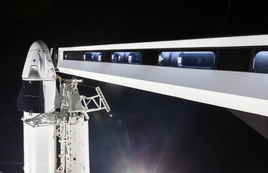 SpaceX готовится отправить свою тяжёлую ракету к МКС. Видео из кабины