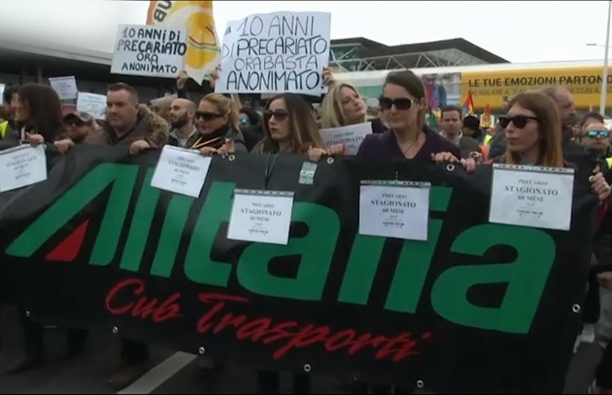 В Италии бастуют авиаперевозчики – многие пассажиры не могут улететь
