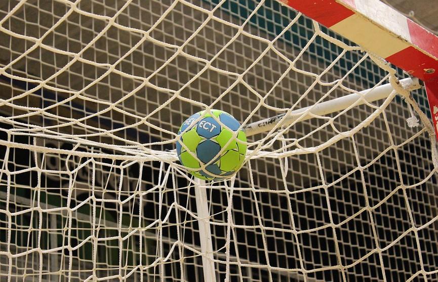 Центральный поединок прошел в чемпионате страны по гандболу среди женских команд