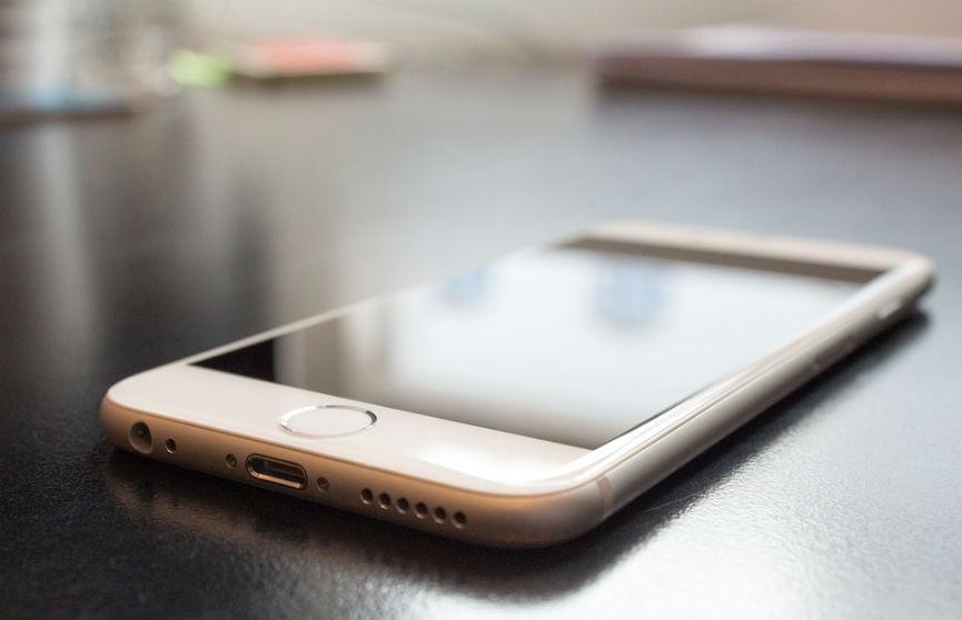 Почему опасно спать рядом со смартфоном? Рассказал врач
