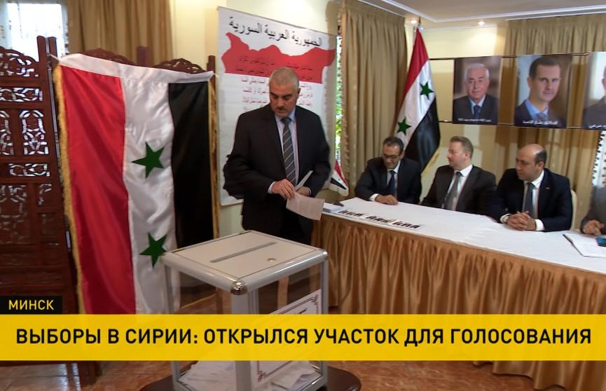 Участок для голосования на выборах президента Сирии работает в посольстве в Минске