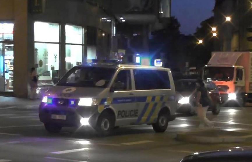 Грабитель захватил заложников в Чехии, полиции удалось их освободить