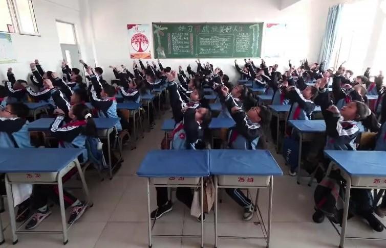 Необычный урок музыки в Китае попал на видео: кадры поразили Сеть