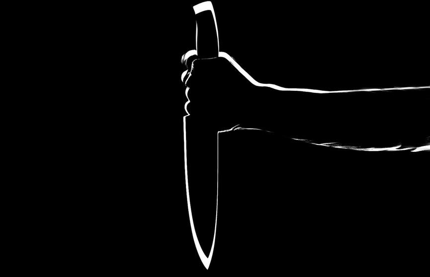 Во Франции злоумышленник с ножом напал на сотрудницу полиции. Женщина скончалась