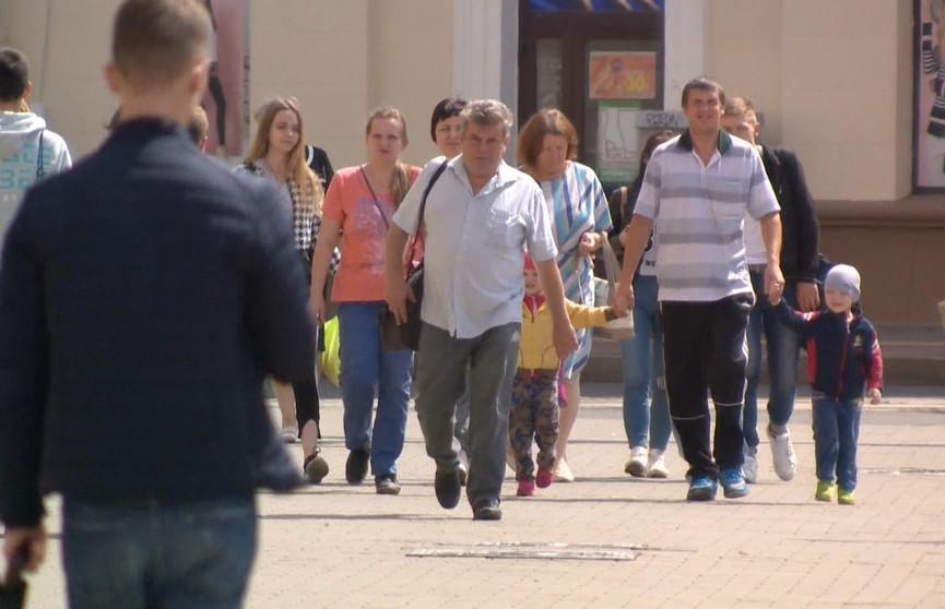 Данные соцопроса: белорусы стали меньше доверять Западу