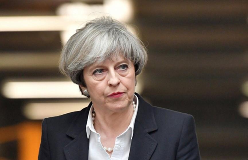 Парламент Британии проголосовал за вотум доверия правительству Терезы Мэй