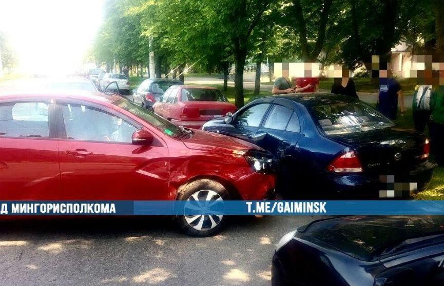 В Минске пьяный водитель повредил несколько припаркованных авто