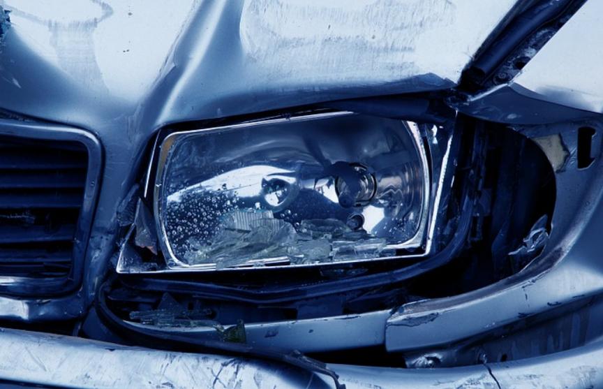 Хулиган после ссоры с девушкой разбил несколько автомобилей в Гродно