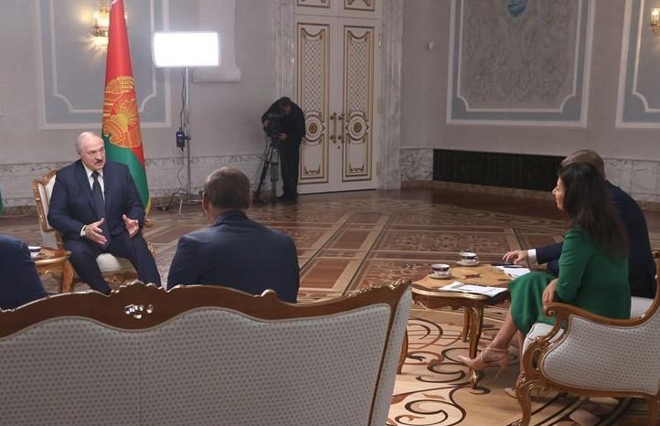 Лукашенко заявил, что все предприятия Беларуси работают и ни один завод не остановился из-за забастовок