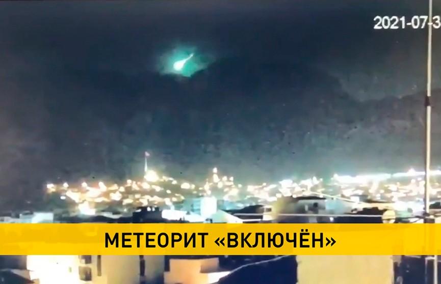 Видеофакт: метеорит заметили в небе над турецким Измиром