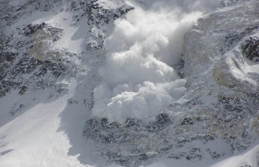Лавина накрыла четырёх лыжников в швейцарских Альпах