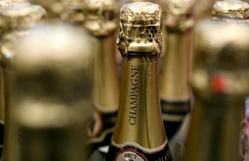 Житель Вилейки украл бутылку шампанского и выпил, пока его догоняли