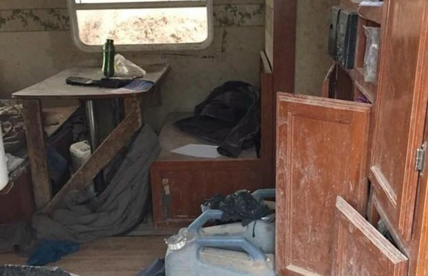 Полиция искала в пустыне пропавшего мальчика, а нашла 11 голодающих детей