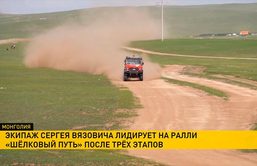 Экипаж Сергея Вязовича продолжает лидировать после третьего этапа ралли «Шёлковый путь» в зачёте грузовиков