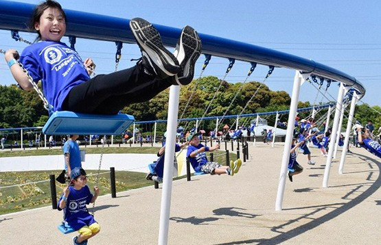 Рекорд Гиннеса: самые длинные качели в мире установили в Японии
