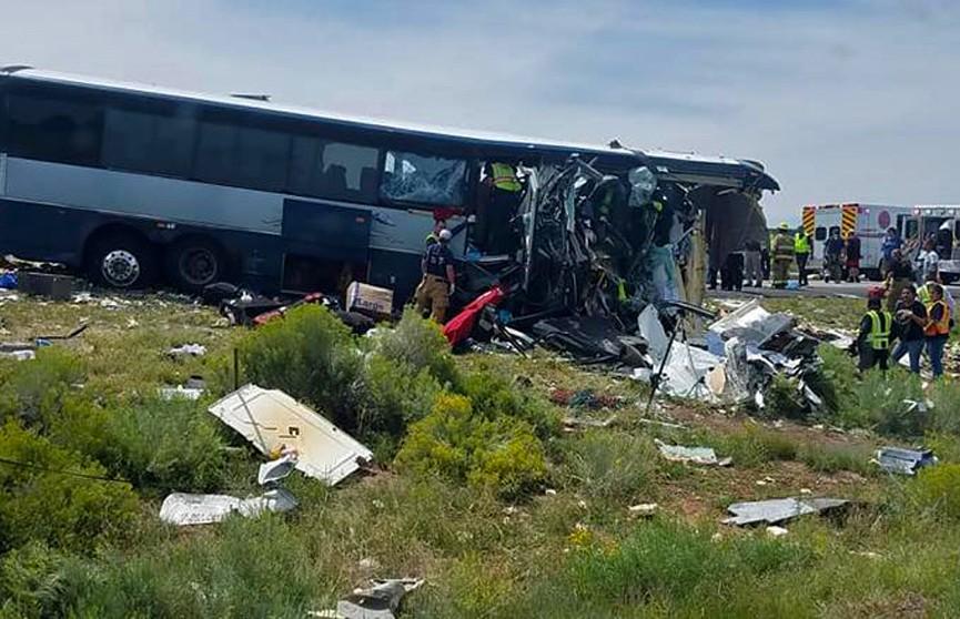 ДТП с автобусом в Нью-Мексико: число жертв возросло