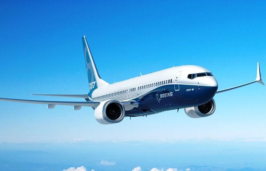 Boeing 737 MAX совершил аварийную посадку в США