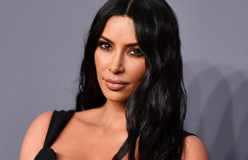 «Была такой естественной»: поклонники разочаровались в Ким Кардашьян, увидев ее детское фото