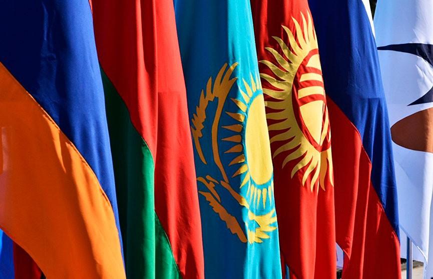 Лукашенко: ЕАЭС необходимо полностью устранить барьеры и уточнить полномочия органов союза