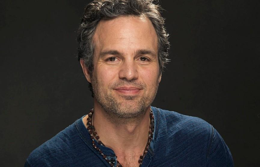 Актер из «Мстителей» может сняться в сериале по мотивам фильма «Паразиты»