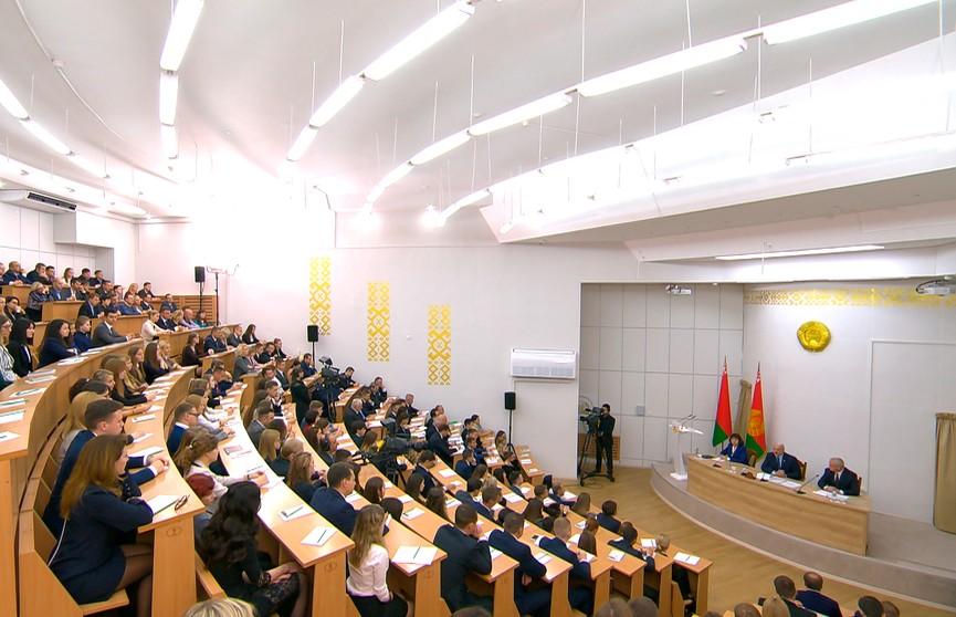 Лукашенко на встрече в Академии управления рассказал о том, что повлияло на изменение отношения в лучшую сторону ЕС к Беларуси