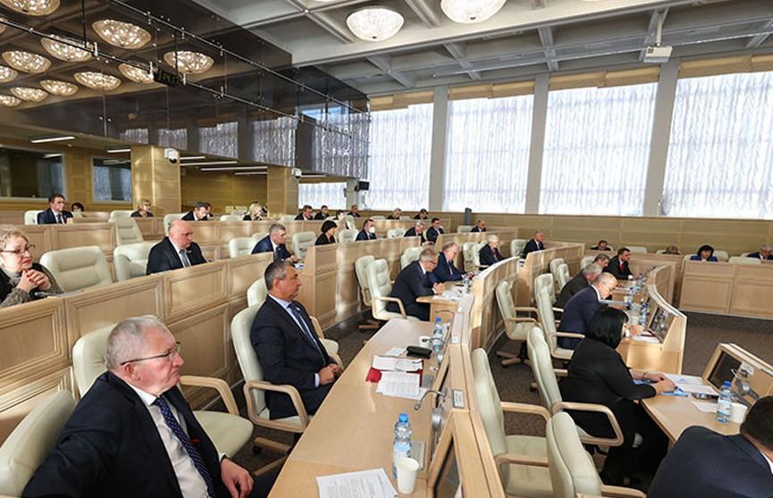 Совет Республики одобрил поправки в пенсионные законы