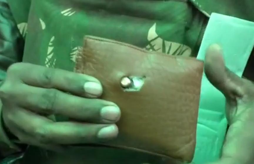 Бумажник спас индийского полицейского от пули