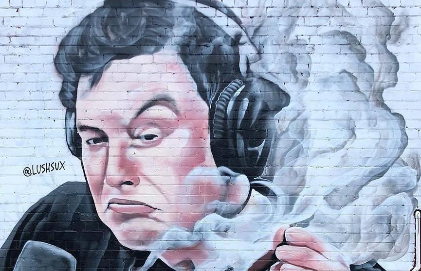 Новый мем шагает по планете: в Мельбурне появилось граффити с курящим Илоном Маском