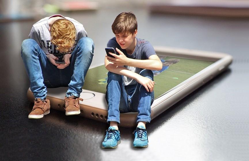 Британским подросткам запретят ставить лайки в соцсетях