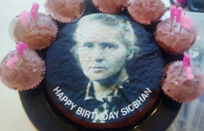 «Этот торт заслуживает Нобелевскую премию»: певицу Мэрайю Кэри спутали с Марией Кюри