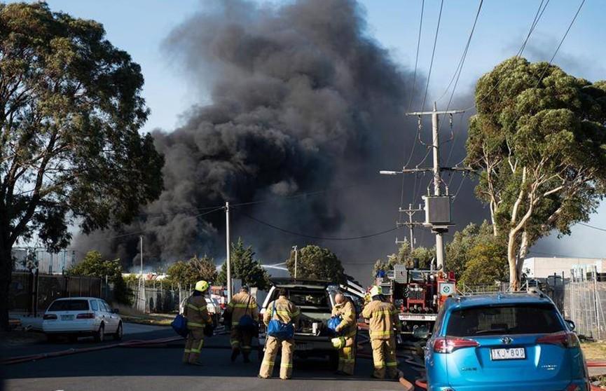 Мусороперерабатывающий завод горит в австралийском Мельбурне
