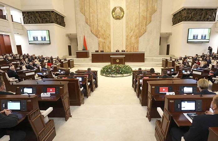 Протесты в Беларуси радикализируются: эту тему обсуждали в Палате представителей