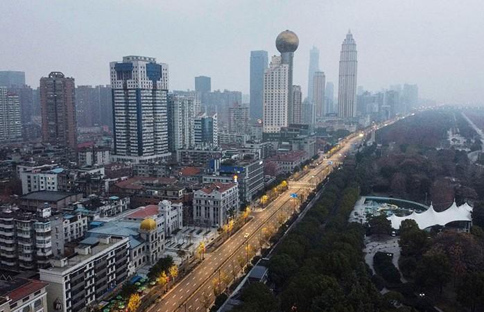 Власти Китая назвали даты открытия границ Хубэя и Уханя