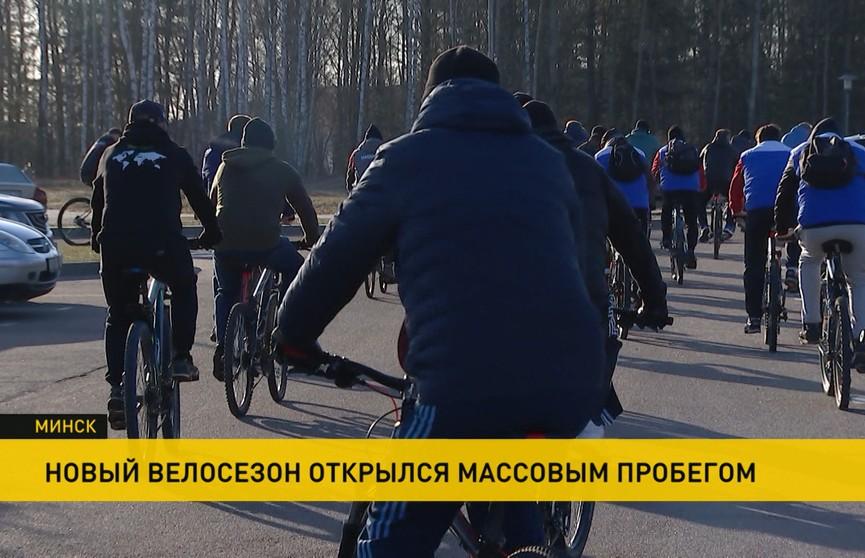 Массовый патриотический заезд в Минске совершили полсотни активистов
