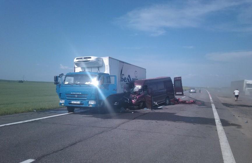 Из-за серьёзного ДТП на трассе М1 ограничили движение в сторону Бреста