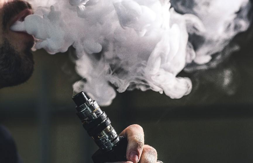 В Канаде зарегистрировали первые возможные случаи болезни из-за курения вейпа
