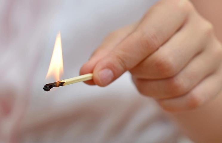 В Пинске мальчик играл со спичками и устроил пожар