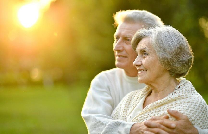 Настоящая любовь! Дедушка поразил внучку своими чувствами к бабушке