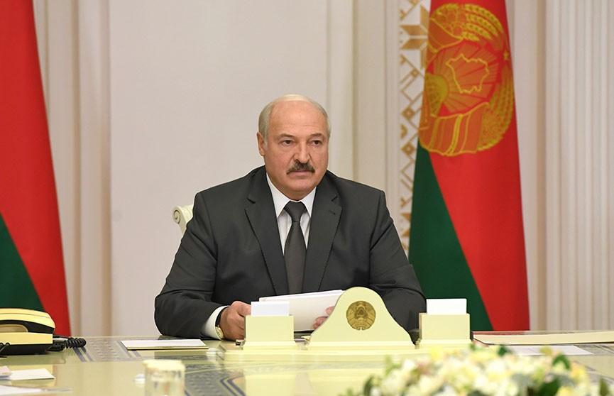 Лукашенко: Нельзя на водителя вешать ярлык нарушителя, когда нет возможности для нормального движения